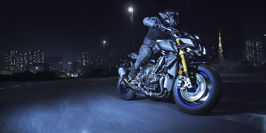 5 consejos para viajar de noche con tu moto