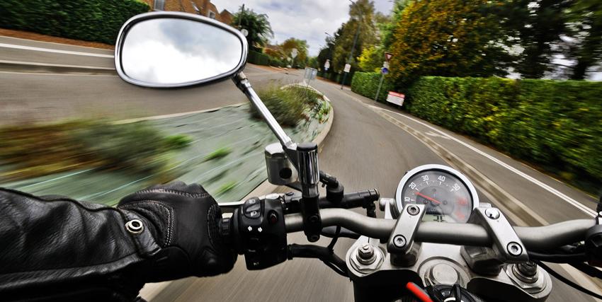 Elementos de seguridad activa y pasiva en motocicletas