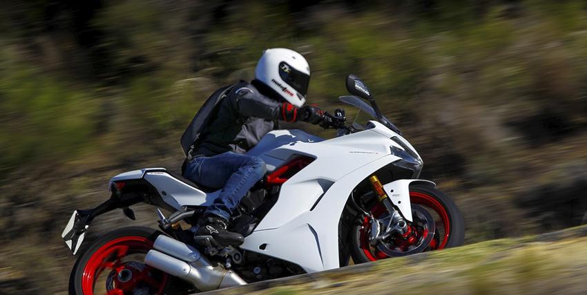 Cómo elegir la mejor mochila para ir en moto