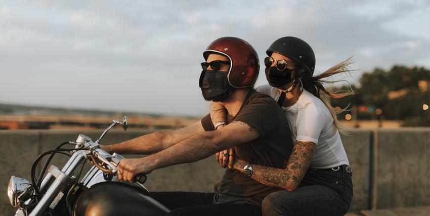 Consejos para sobrellevar el calor en moto durante el verano