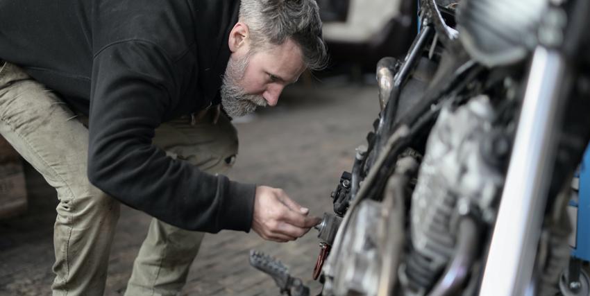 ¿Qué aceite lleva mi moto? Tipos de lubricante para moto