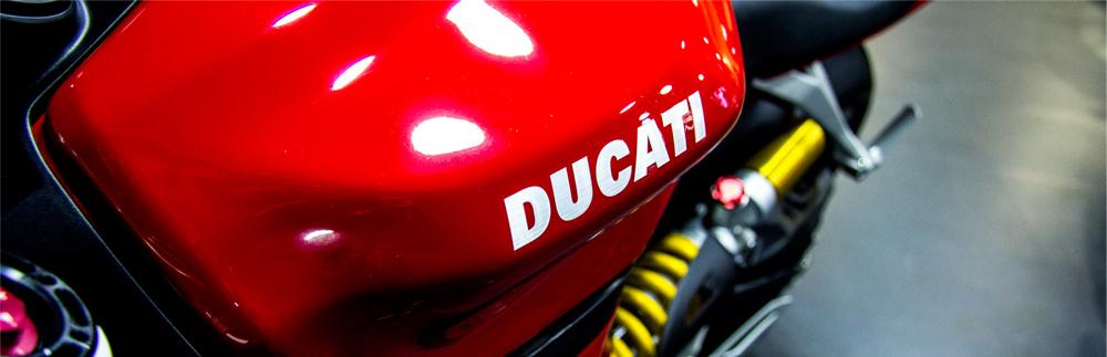 Exposición de motos Ducati en Maquina Motors